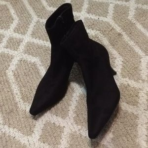 Apostrophe brownish black booties size 81/2